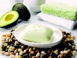 AVOCADO. el aceite de palta (aguacate) es muy parecido a nuestros aceites corporales , utilizar avocado para higienizar nuestro rostro y cuerpo es mágico