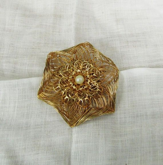 Faux Pearl Molded Wire Brooch Pin Gold Tone Vintage Item