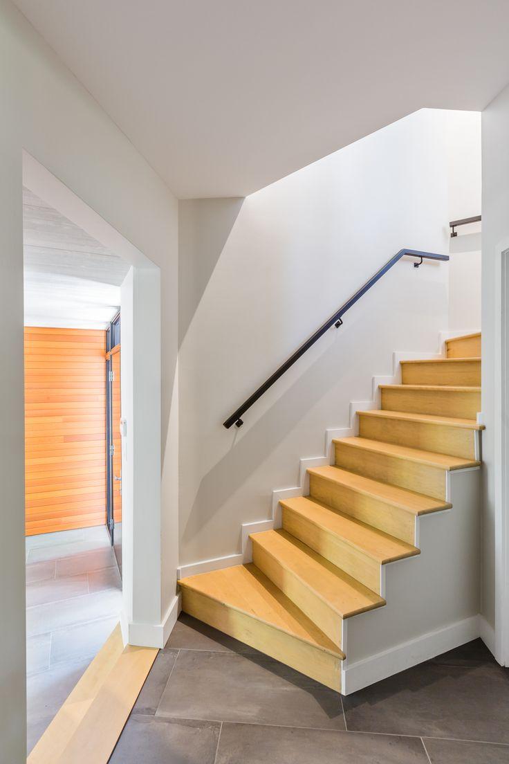 Projet Lac Montjoie_escalier_crédit photo: Ulysse Lemerise B. Designer: Paule Bourbonnais reference design_Architecte: Dufour Ducharme architectes