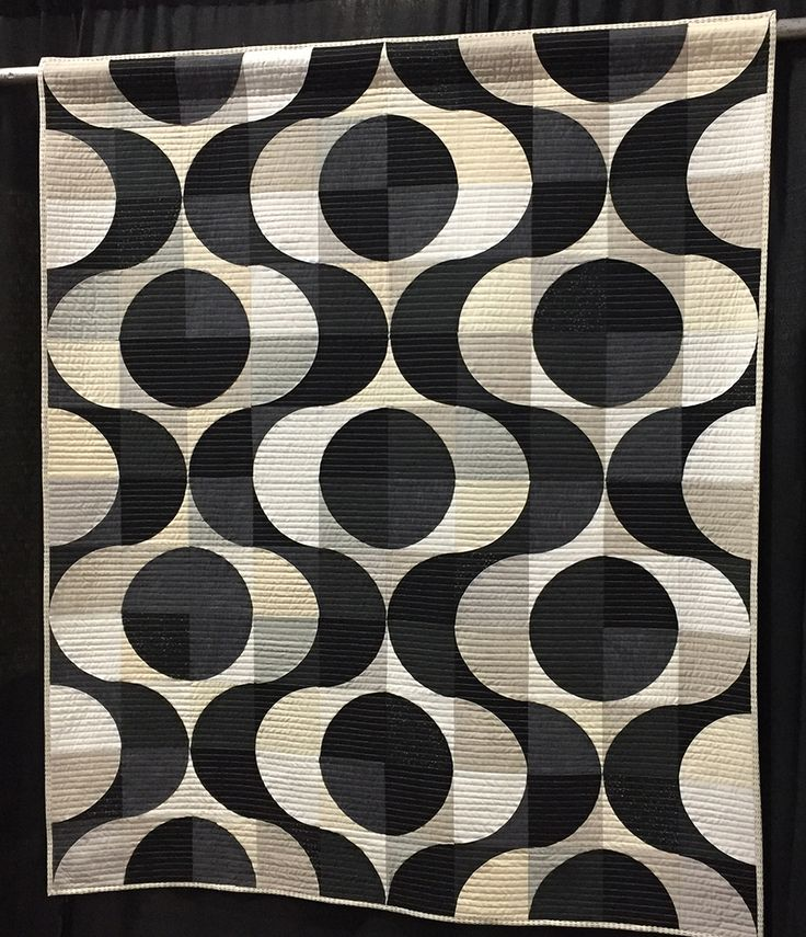 the njmqg special exhibit at quilt fest black and white trill by melanie tuazon x what a beauty
