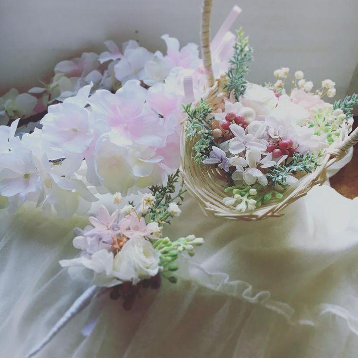 ウェディングアイテムにかかせない リングピローですが、 今回定番のバスケットリングピローの 小さめサイズ、小さなお子様用のブートニア&お子様用のピンク×オフホワイトの花かんむりをセットでオーダーいただきました。 とっても可愛らしい仕上がりです♡ 小さなリングガール&ボーイさんたちの ご活躍をお祈りしています�� 末長くお幸せに! #wedding #weddinggift #weddinghair #weddingdress #weddingphoto #weddingseason #ring #weddingring #creema #rubyflower #may # http://gelinshop.com/ipost/1518013370669701362/?code=BURER4rD5jy