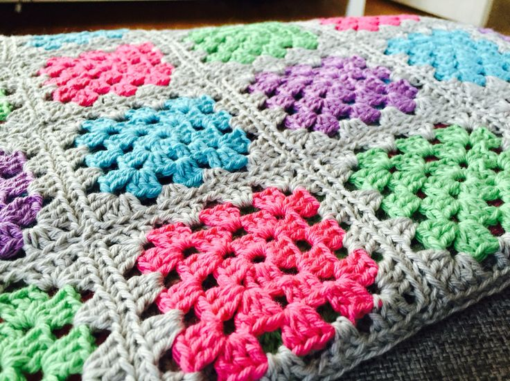 I little blanket too a baby, granny squares.