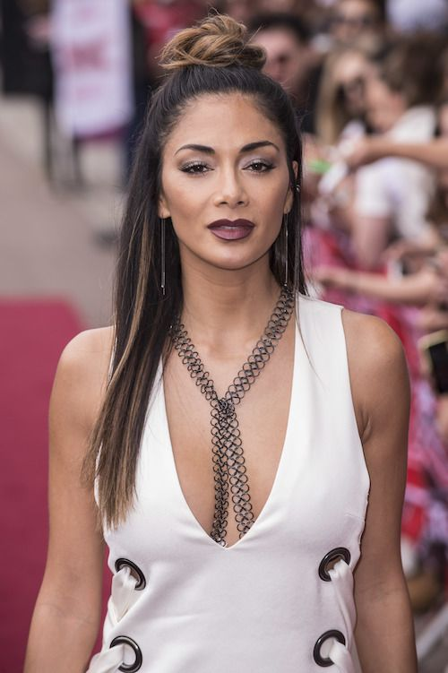Nicole Scherzinger rocked the cat eye and berry lip with a nice topknot hairdo! #berry #lips #topknot