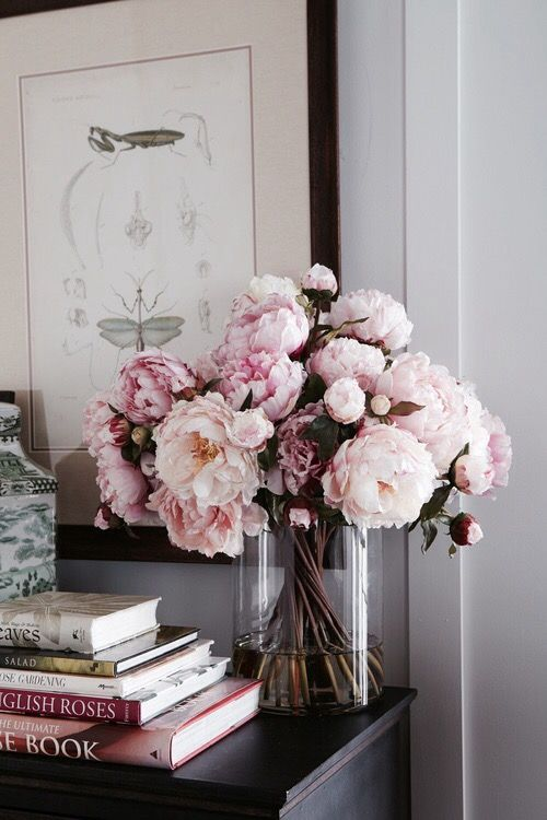 Beautiful pink flowers // home decor