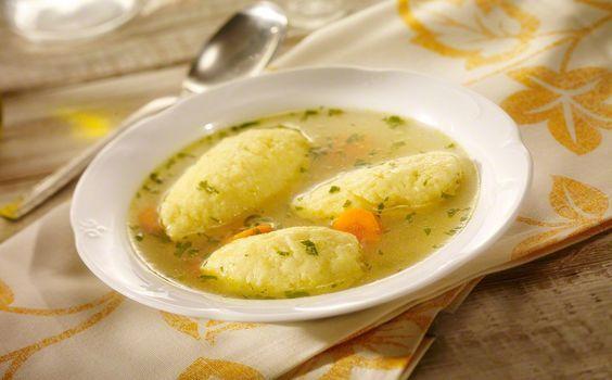 Daca tii post, atunci ai putea gati supa de galuste de post. Nu dureaza mult sa o prepari. In plus, este sanatoasa si o poti gati orica...
