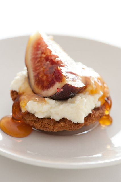 Little Ricotta Tartlets with Fig and Honey. <3