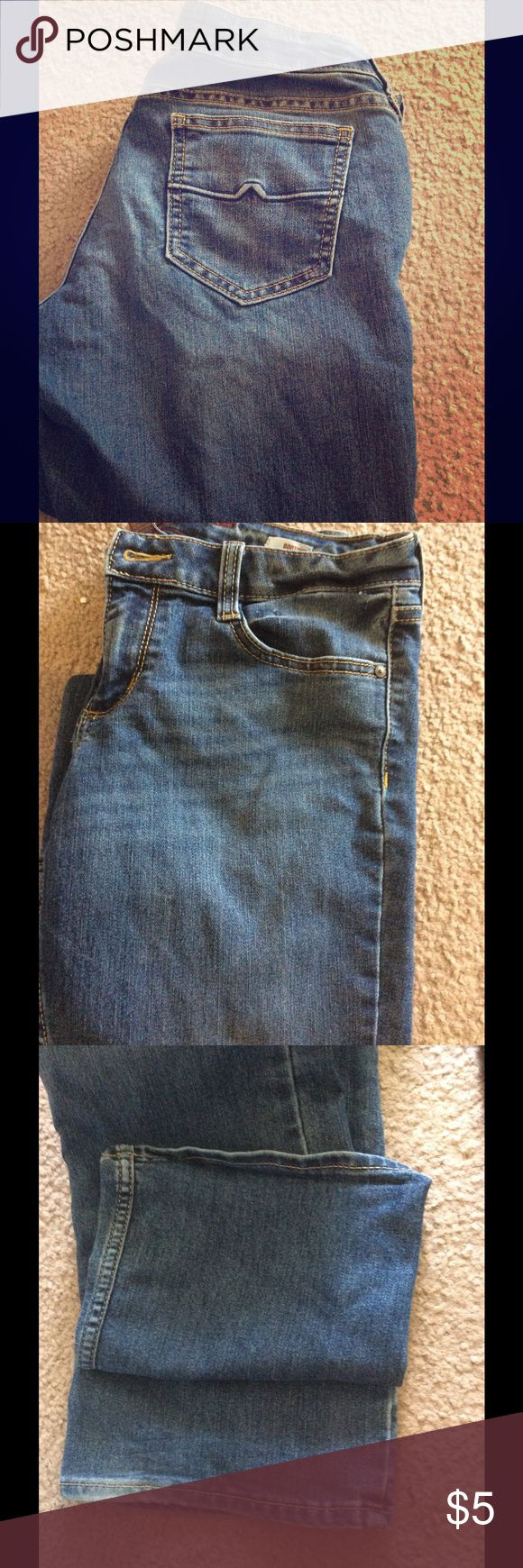 Arizona jeans, size 7 Regular length jeans, very basic with nothing flashy on them. Some wear on very bottoms of legs, as shown in picture. Very comfy, almost stretchy material. Arizona Jean Company Jeans Boot Cut
