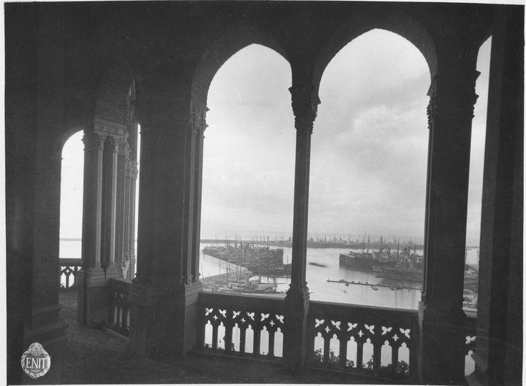 Veduta del Porto di Genova dal loggiato di Villa Mylius in corso Aurelio Saffi (1932) #genova #genoa #liguria
