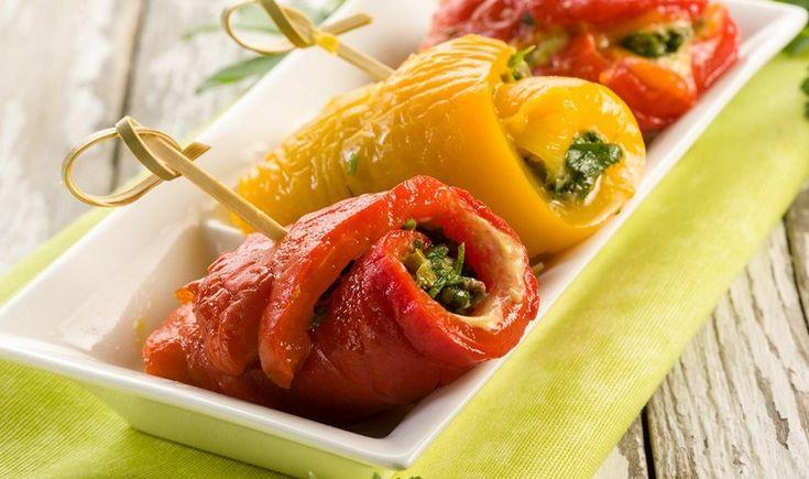 Ρολάκια πιπεριάς με γαύρο και κάππαρη