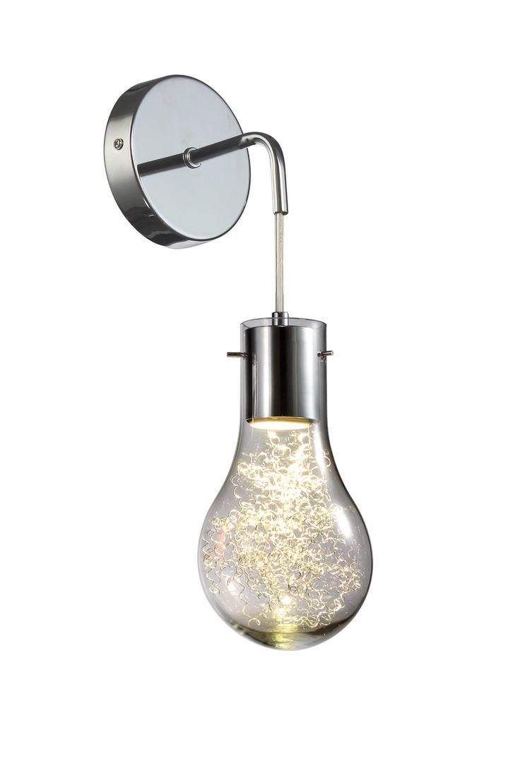 Rodzina produktów CIRO to lampy, które swoim wyglądem przypominają dużą żarówkę. Niekonwencjonalny wygląd i perfekcyjne wykonanie sprawiają, że lampa będzie wyjątkowym uzupełnieniem nowoczesnego wnętrza. W środku klosza znajdują się druciki, które po włączeniu lampy dodają jej uroku i blasku.
