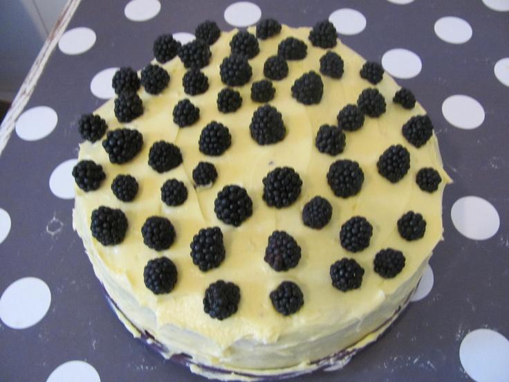 blackberries chocolate mousse cake