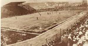 Stadio Arturo Collana; fu lo stadio ufficiale del Napoli dal 1936 fino al 1959, fu scelto come uno degli stadi del mondiale del 1934, attualmente è uno stadio polifunzionale con circa 10.000 spett. di capienza