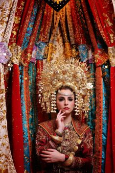 This is amazing! Head over to Beauty by Yusti where you can see more of their unique works http://www.bridestory.com/beauty-by-yusti/projects/minang-bride-garuda-indonesia-inflight-magazines-spread