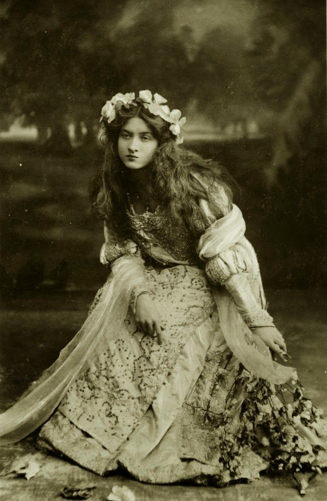 VINTAGE PHOTOGRAPHY: Maude Fealy