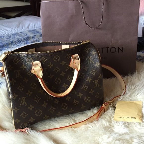 Louis Vuitton Speedy Bandouliere 30 LV speedy Bandouliere 30 with longer strap, keys and lock. Comes with Dust bag. Brand new! Great inspired! Like Original!!! Price reflects! Accepting Offers ;) Louis Vuitton Bags Satchels