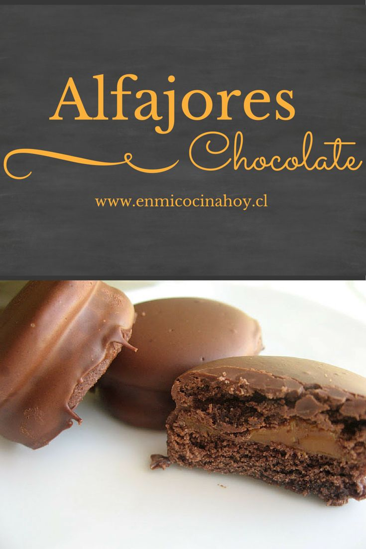 Deliciosos alfajores de chocolate: masa con chocolate que se deshace en la boca y rellenos de manjar, cubiertos en chocolate.