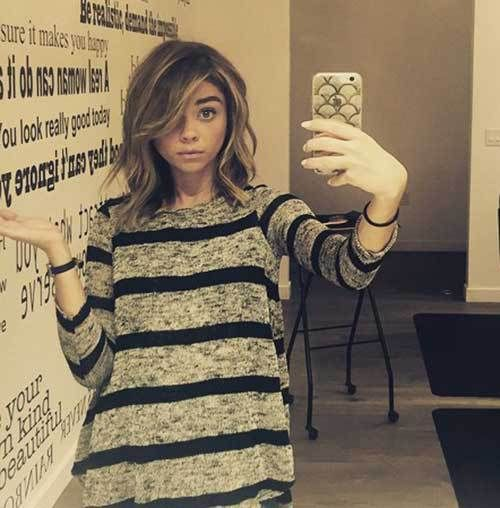 10 Sophisticated and Sexy Short Hairstyles: #8. Sarah Hyland Wavy Highlighted Short Hair