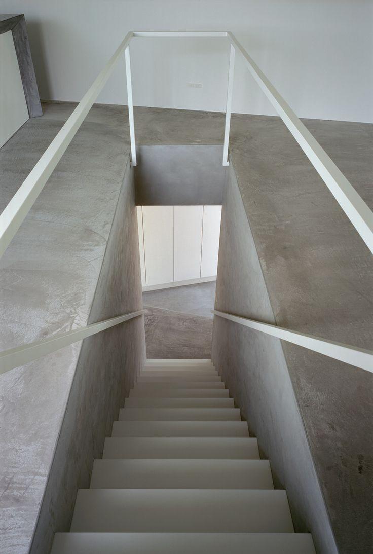 Staircase in house in Kikukawa City, Shiozuoka Prefecture, Japan by mA-style.