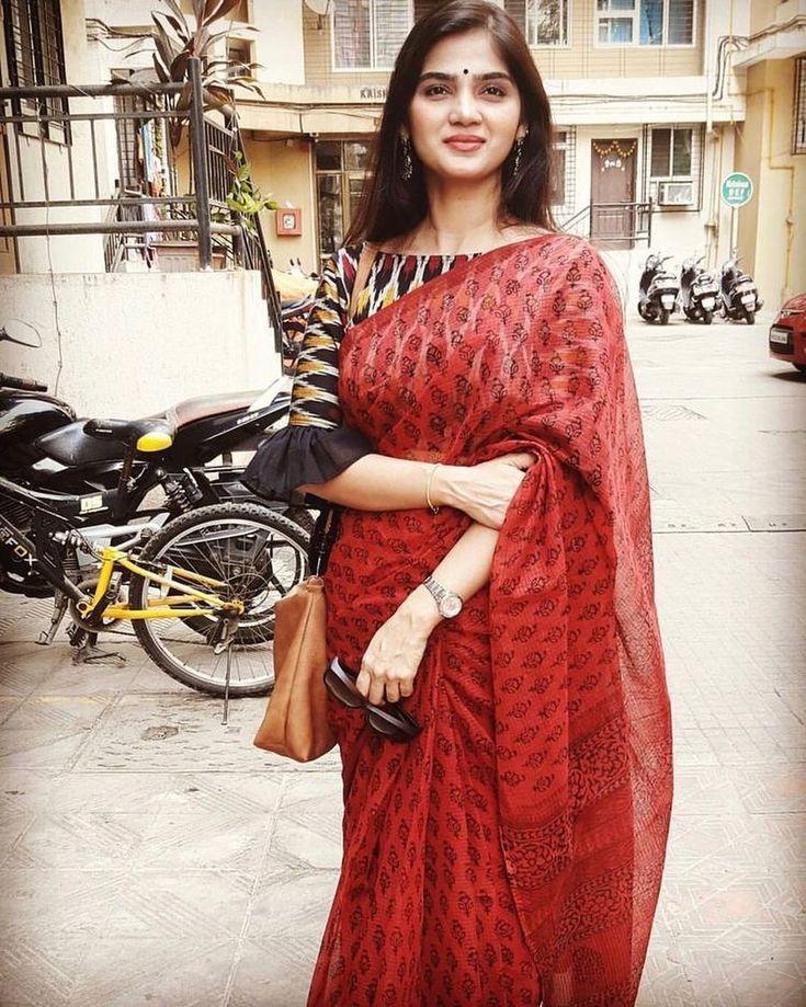 Stunning..!! Love the sleeve detail..!! ・・・ All things are possible if you believe! #sareeskirt #keepcalmandsareeon #saree #sareedraping #bananarepublicshirt #aalayaaethnicdesignerwear #cottonsaree #sareeandblousestories #blousedesigns #designerbloude #silksaree #contrastsaree #indiantraditionalwear #indianhairstyle #weddingwear #indianweddingwear #weddinghairstyle #sareestyle #sixyardsstories #neckdesigns #creativesareedraping