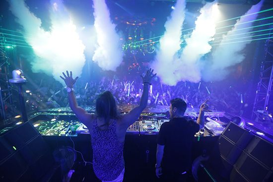 #naludamagazine #fashion #lifestyle #entertainment #usa #naludamagazine.com Ryan Seacrest steps in the DJ booth with David Guetta at XS Las Vegas  #dana white #David Guetta #Festus Ezeli #Las Vegas #MDW #Memorial Day Weekend #Mike Posner #Perez Hilton #Ryan Seacrest #steve angello #tito ortiz #UFC #vegas #XS #zedd