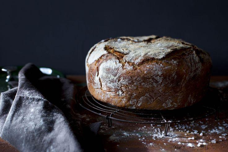 Auf Hattgekocht findet ihr ein Rezept für Kartoffelbrot mit Sauerteig. In unserem Beitrag dreht sich alles um das perfekte Brot!