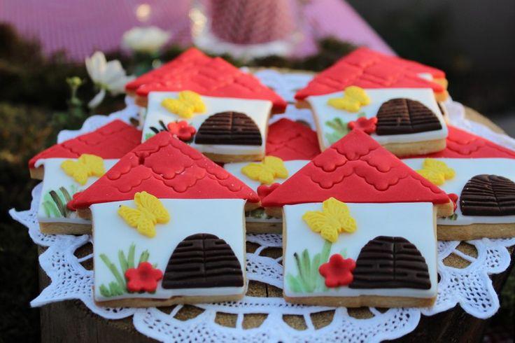#Littleredridinghood #BirthdayParty #Candytable #sugarbisquits #GoldenAppleWeddings