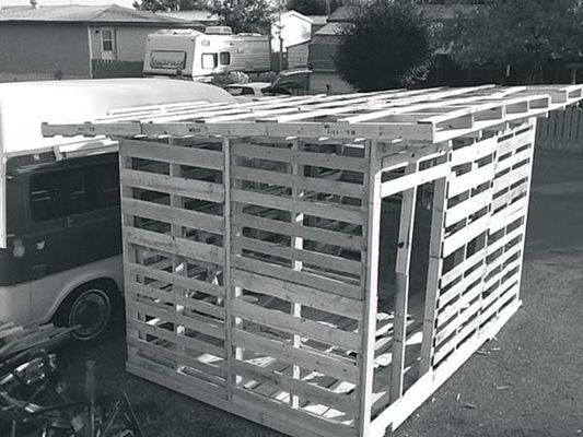 15 best pallet sheds images on pinterest pallet wood for Wooden chicken crate plans