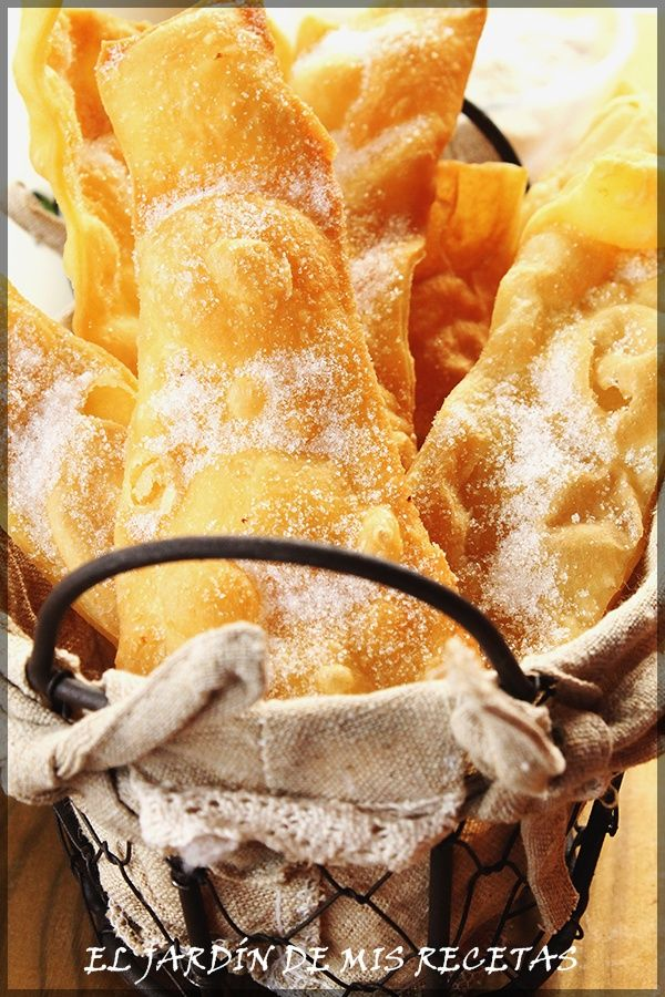 Las orejas es un dulce muy típico en carnaval en Galicia. En mi casa se hacen desde que yo tengo uso de razón. Mi madre las hizo siempre...