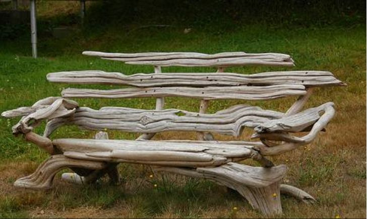 drift wood bench, got to load up the truck next time at the beach.