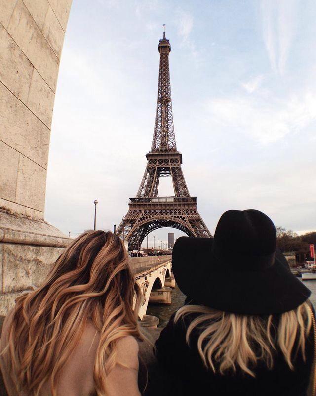 Картинки на аву блондинки возле эйфелевой башни