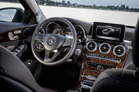 """""""The new Mercedes-Benz C 350 PLUG-IN HYBRID: Efficiency, dynamism and comfort – the best of three worlds"""" - Mercedes-Benz Social Publish"""
