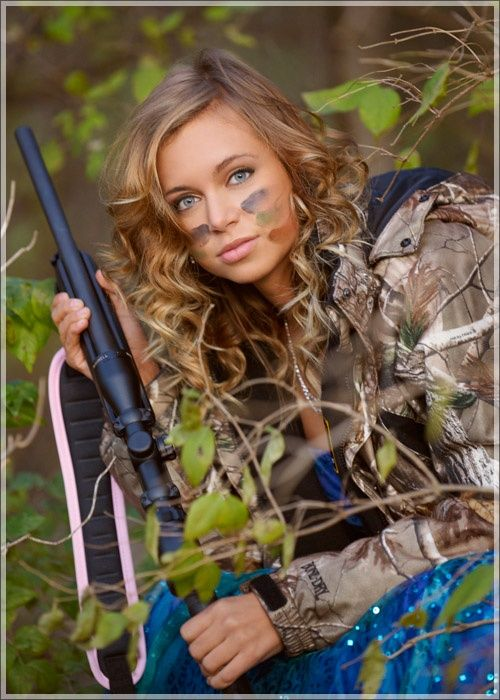 I'm so excited for my senior pictures. Defiantly Going to do this for my picture! Love this!