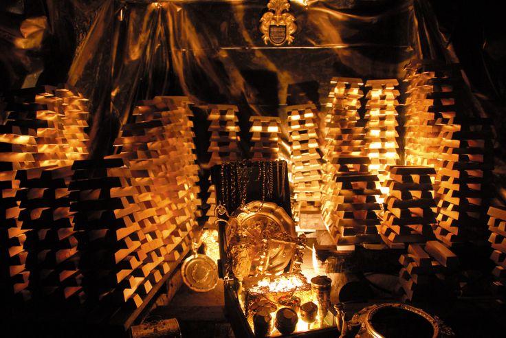 Najprawdziwsza kopalnia z najprawdziwszym złotem - do zwiedzenia w Złotym Stoku. W kopalni tej znajduje się także...największy europejski podziemny wodospad ! Złoto, jak i szyby po których się podróżuje potrafią zrobić wrażenie. Kopalnia złota jest zabytkiem z XVIII wieku i oddana jest do zwiedzenia - polecamy ! Więcej informacji o kopalni jak i regionie Złoty Stok znajdziesz na http://diananoclegi.pl/zloty-stok-noclegi