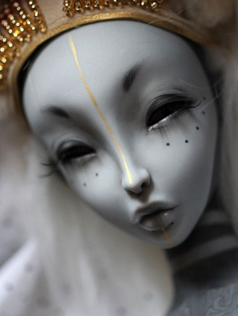Beautifulest Twisted Toy...my gAwd she is a dark twisted doll...love her!