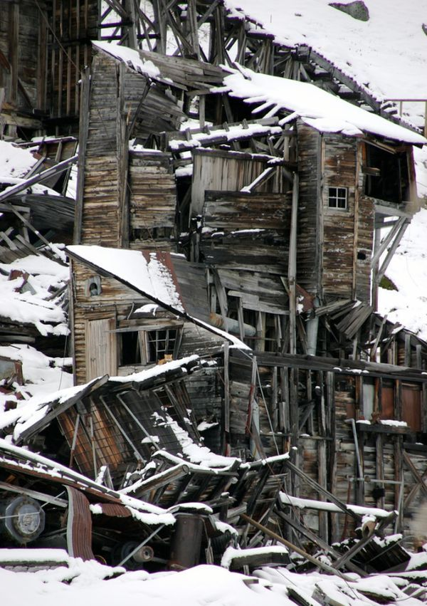 (Ghost Towns and Abandoned Mines in Alaska, Arizona and Arkansas, http://www.flickr.com/photos/framboise/, 27/10/2014)