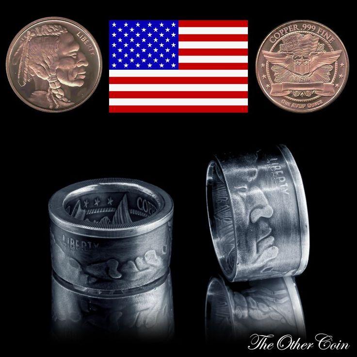 Heute wieder ein versilberter Ring aus einer Kupfermünze aus den USA. Ein Hobo Coin von einem Indianer Skull. Ein tolles Handmade Produkt das als Geschenk sicherlich viel Freude bereitet. Das Schmuckstück wird sicherlich das Herz einiger Männer höherschlagen lassen. Den Münzring im Vintage Look kann man als besonderes Accessoires tragen .  Grüße aus Griechenland! Eure kleine Schmuck Manufaktur  The Other Coin