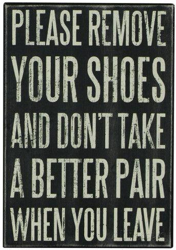 Remove Your Shoes Box Sign Panneau en bois