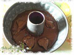 Torta Estasi... | Anto-nella-Cucina3 uova, 50 gr di cacao amaro, 160 gr di farina, 200 gr di zucchero, 100 gr di olio di semi, 1 vasetto di yogurt al caffè, (ma va bene anche alla vaniglia o bianco) 1 bustina di lievito per dolci, qualche cucchiaio di nutella