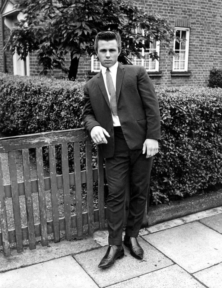 Mods And Rockers 1964 Quot Mod Quot James Brunton Wears A Suit