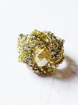 PoWoli / This time I would like to present you this fabulous. glossy ring! Made by Sabina Bugaj. This jim-dandy is made of Japanese, gold beads and the gem of the ring is made of faceted bead.