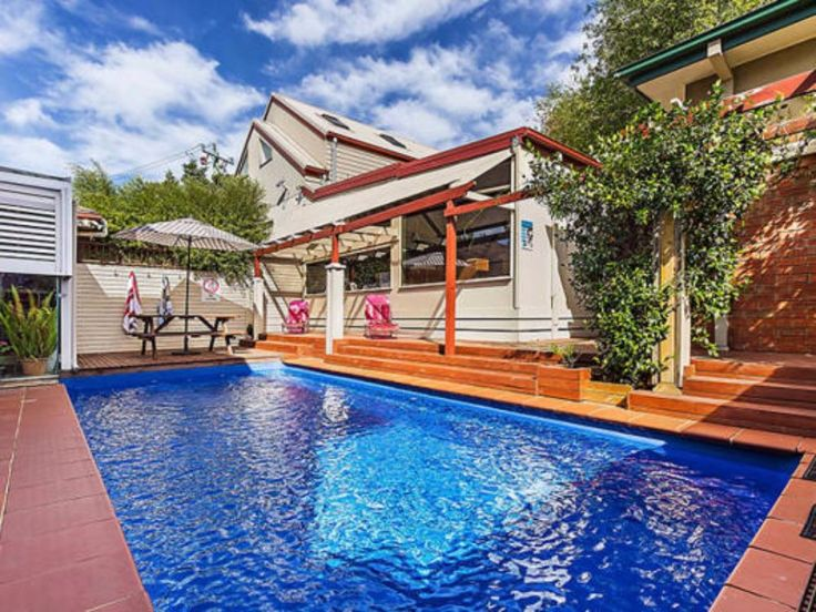 International House Melbourne is one of the finest student accommodation in Melbourne City. It is nearest place to Major Universities. It offers well furnished and secure living apartments.