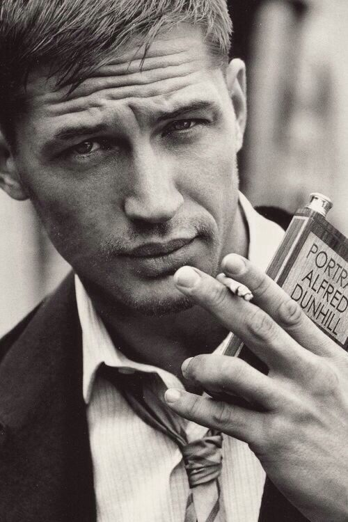 Tom Hardy... Those lips, that gaze, the mystery. And he's Bane!!