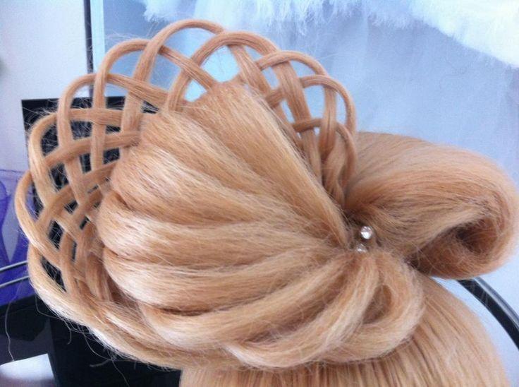 Acum poti invata si tu cele mai noi tehnici de a impleti in cadrul CARAVANEI IMPLETITURILOR By Oksana. Trainerul nostru va garanteaza avansare creativa in arta coafurii. Fiti alaturi de noi pe https://www.facebook.com/CursuriDeImpletituriByOksana pentru a afla cand ajungem si in orasul vostru! #impletituri #hairstyle #braids #coafuri