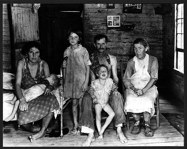 Walker Evans Bud Fields and His Family, Hale County, Alabama - Walker Evans 1936–37