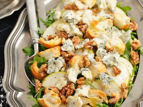 Salat mit Birne, Rucola, Nüssen und Gorgonzola ist ein Rezept mit frischen Zutaten aus der Kategorie Obstsalat. Probieren Sie dieses und weitere Rezepte von EAT SMARTER!