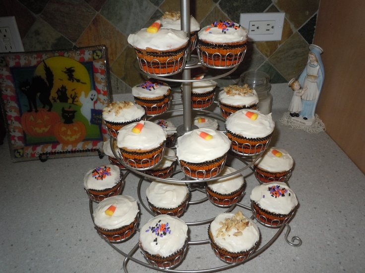 Pumpkin cupcakes with creamcheese frosting~~~~ Soooo Good!