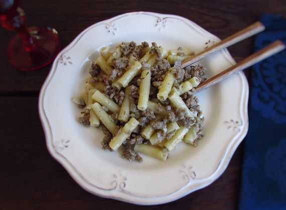 Minced meat with pasta | Food From Portugal. Want to prepare a quick and very tasty recipe? Try this delicious minced meat with pasta, it's easy and everyone will like!!  http://www.foodfromportugal.com/recipe/minced-meat-pasta/