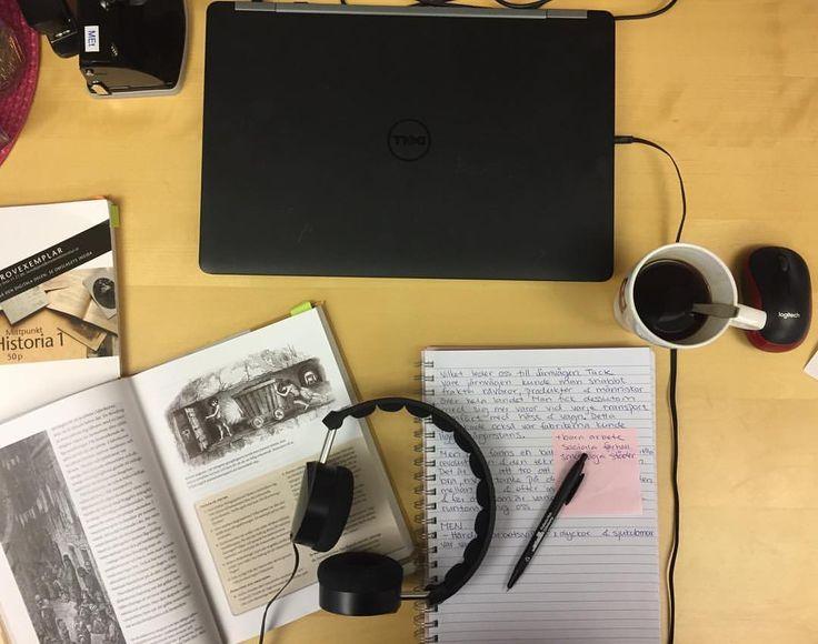"""0 gilla-markeringar, 1 kommentarer - Tiina Enghardt (@tiina_enghardt) på Instagram: """"Working hard! Planera historiegenomgång om Industriella revolutionen #lärare #teacher #atwork…"""""""