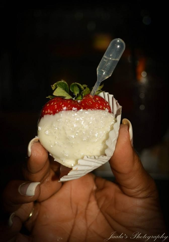 Crowd favorite...Moscato infused white chocolate covered strawberries! Kudos to my Maid of Honor Tahirah Smith for our decadent dessert bar! I love you!
