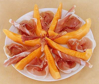 Prosciutto e melone #parmaham #italianfood http://www.ferrarinishop.it/